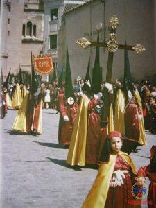 Nazarenos del Rescate en la procesión del Resucitado, 1960.