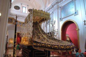 """Trono Virgen de Gracia en la exposición """"El Legdo de Nuestra Fe"""", 2013."""