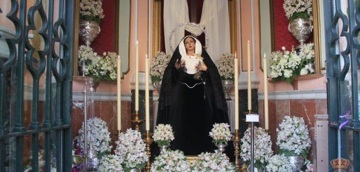 La Virgen de Gracia recibe el pésame en la Capilla vestida de luto