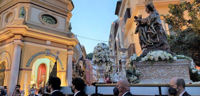Santa María de la Victoria protagoniza un emotivo encuentro ante la Capilla de calle Agua